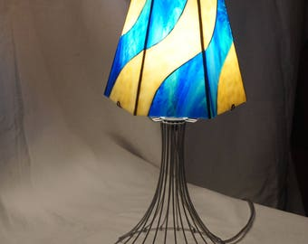 Light blue stained glass ivory footed wire Glasmalerei lamp, Stained glass lamp