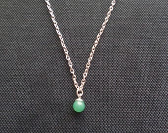 Choker necklace with chrysoprase stone pendant