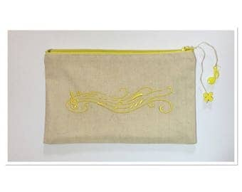 KIT EMBROIDERED ON CANVAS OF THE VOSGES YELLOW MUSICAL STAFF