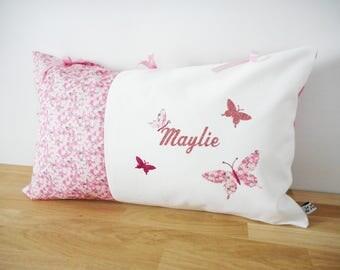 Coussin personnalisé 50 x 30 cm - Liberty Eloïse rose ou Mitsi Valeria Orchidée rose imprimé fleurs et appliqués prénom et papillons