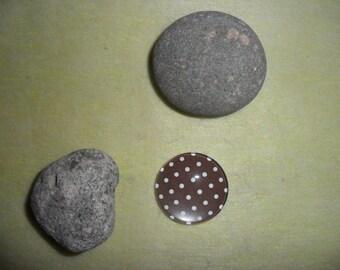 Brown polka dot brown glass cabochon, 30 mm round