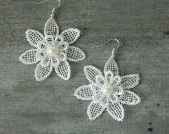 Earrings lace ave 2 white flowers