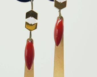 Chic earrings in red and gold