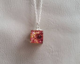 Necklace 62 cm + pendant cube 1.5 cm and everlasting dried flower resin