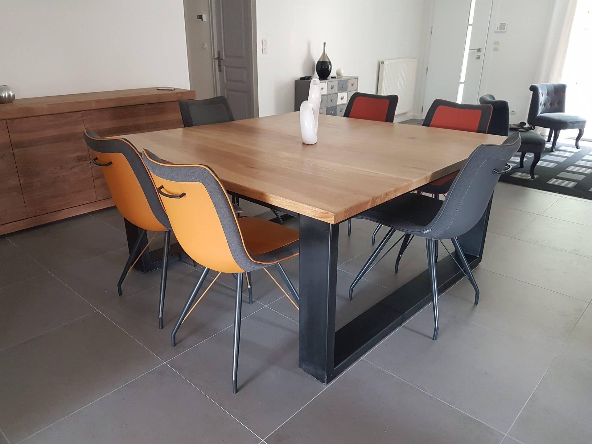 table de salle manger style industriel carr en ch ne massif. Black Bedroom Furniture Sets. Home Design Ideas