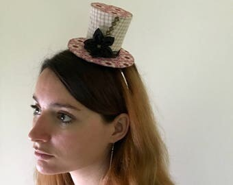 Small top hat beige and pink flower