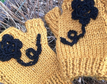 "100% wool hand knitted mittens match the snood collection ""Variation"""