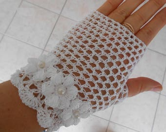 white lace fingerless