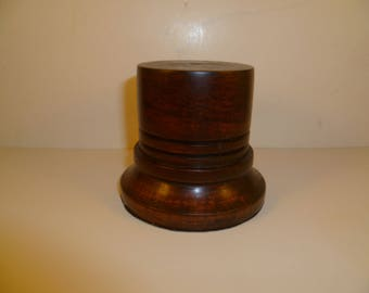 Round stand for figurines shot with stained mahogany srcta2 Cormier