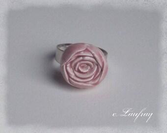 Adjustable ring shaped earthenware, pastel pink flower shape