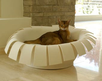 CROWN cat basket in felt, cat bed with pillows, cat bed design