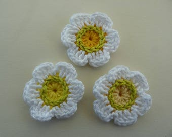 3 white flowers crochet - lime green and yellow heart (4 cm)
