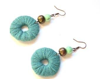 Ethnic earrings in turquoise wool
