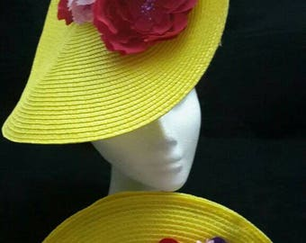 Set of headdress and yellow bag