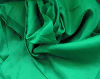 coupon de 3,10m de tissu de doublure polyester vert Irlande lumineux