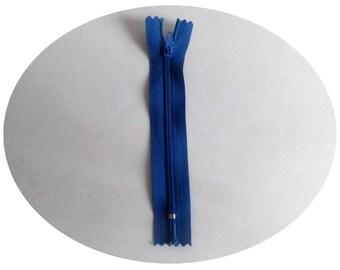 Non detachable 15 cm in color dark blue zipper