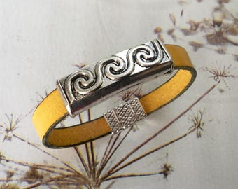 Mixed yellow leather with a past ethnic leather bracelet