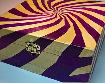 Box spiral purple and white