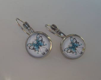 Lever back earrings in silver and glass cabochon