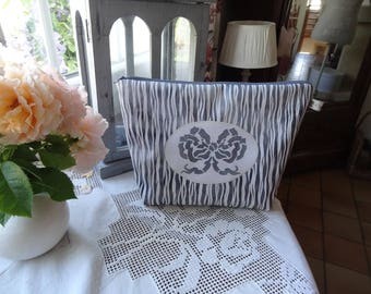 """Large toiletry bag with a stencil """"home"""""""