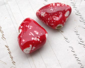 Set of 2 ceramic red heart 22mm beads