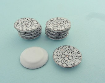 Set of 10 miniature plates in porcelain - Miniature crockery for dollhouses or miniature food creations - Pattern of dots and flower