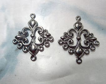 2 antique Lily 36x30mm silver diamond-shaped connector