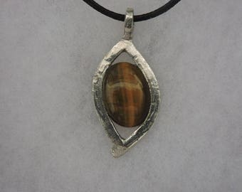 Tiger eye stone necklace set with Tin