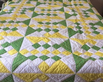 Traditional Vintage Quilt: Cross Purposes