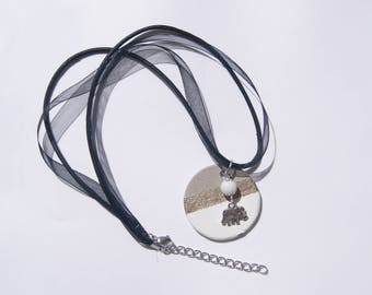 round concrete white and gold necklace