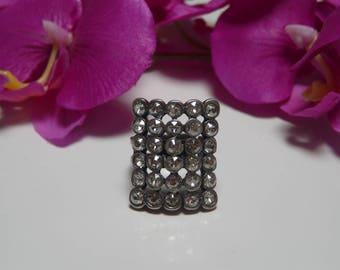 Rectangular ring with 30 white rhinestone