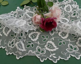 Antique needle lace: very delicate piece