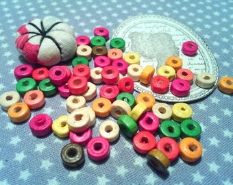 x 200 wooden round and flat 6 x 3 mm, hole 2mm beads