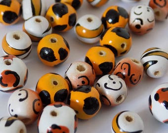 Set of 39 colourful original wooden beads