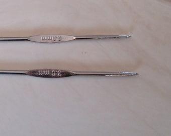 set of 2 metal hooks