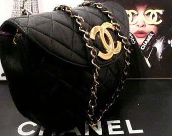 CHANEL BLaCK HANDBAG JUMBo Cc LoGO FLAPBaG OVaL MATRaSS QUiLTED ViNTAGE CHANeL ToTE LEATHeR PURsE GoLD CHAINs PARTy SaC CoCO LoGO 90s ToTE