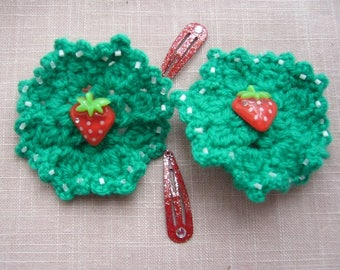 Scrunchies handmade crochet green wool, seed beads and their delicious strawberries, matching small hair clips