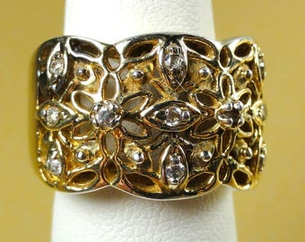 Lovely Small Ring-Band .925 Sterling + Crystals/CZ's? size 4-1/4 wt: 7.4g ET5728
