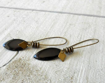 Earring bronze enamelled black sequin and beads