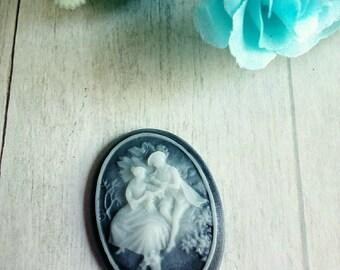 1 oval cameo couple retro resin