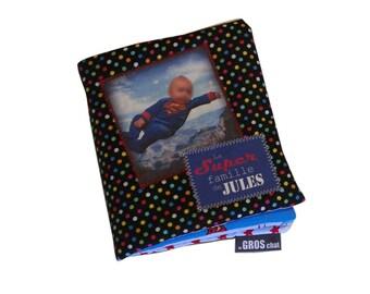 mOn livre doudou c'est un livre en tissu avec vOs photos. Envoyez vos photos écrivez vos textes choisissez vos tissus et je m'occupe de tout