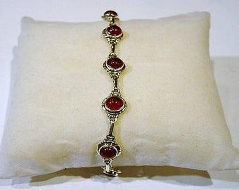 Bracelet in silver and carnelian stone.