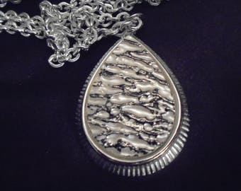 Vintage 1970's Sarah Coventry Large Teardrop Pendant Necklace