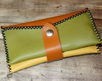 Soft, tri-color leather tobacco pouch