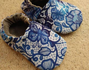 Blue and white lace size 5 toddler shoes