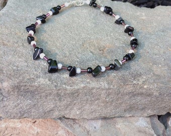 Anklet with black/purple/pearl beads. Glass beads,pearl beads,medium size,clasp