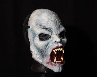 Lacule vampire half mask.