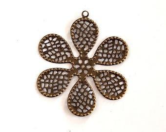 Openwork floral shape metal pendant bronze