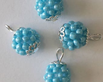 4 pendants seed beads (2.5 mm) mother of Pearl light blue