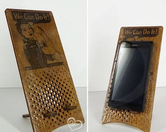 "Wooden stand with laser engraving ""We can do it!"" for smartphone"
